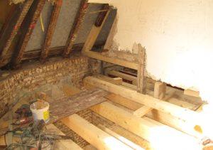 Mehrfamilienhaus Hausschwamm Untersuchung