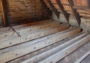 Dachgeschoss Mehrfamilienhaus Holzschaeden