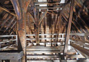 Kirche Dachstuhl Untersuchung Holzschaeden Web